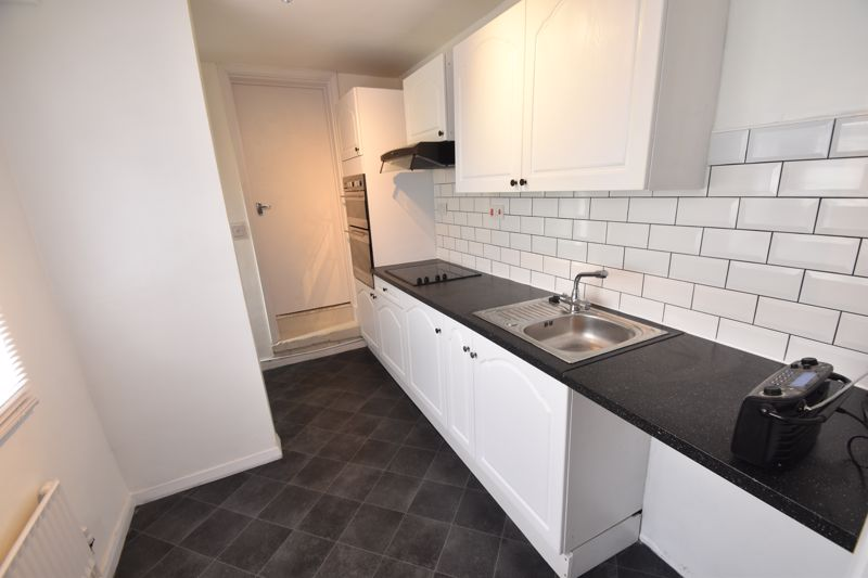 2 bedroom Flat to rent in Buxton Road, Luton - Photo 3