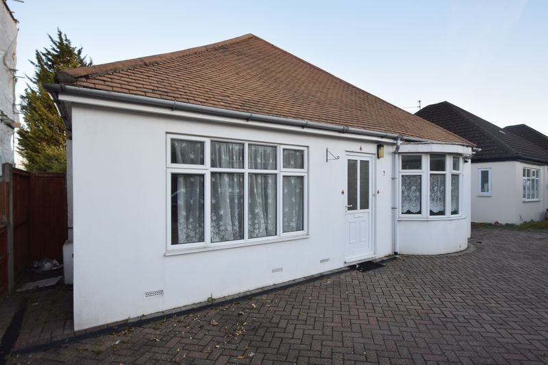 4 bedroom Detached  to rent in Locarno Avenue, Luton