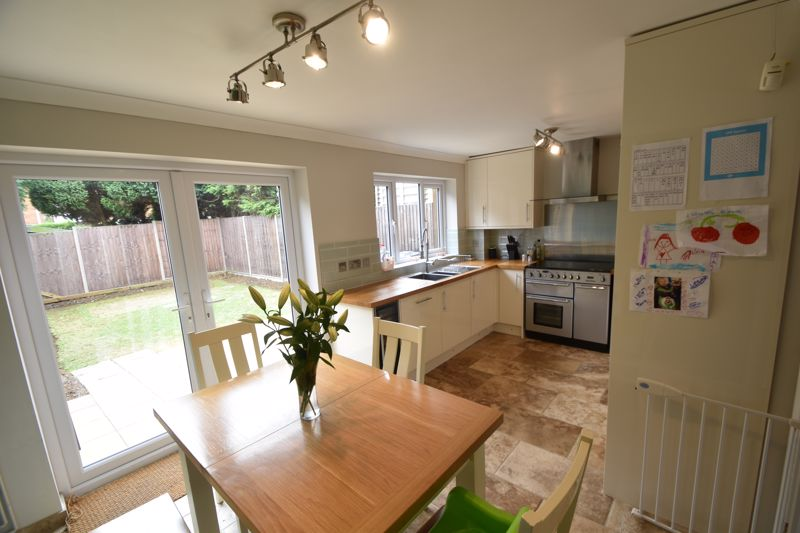 3 bedroom Semi-Detached  to buy in Brill Close, Luton - Photo 1