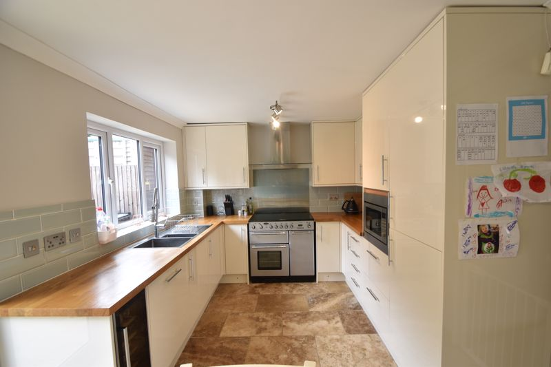 3 bedroom Semi-Detached  to buy in Brill Close, Luton - Photo 3