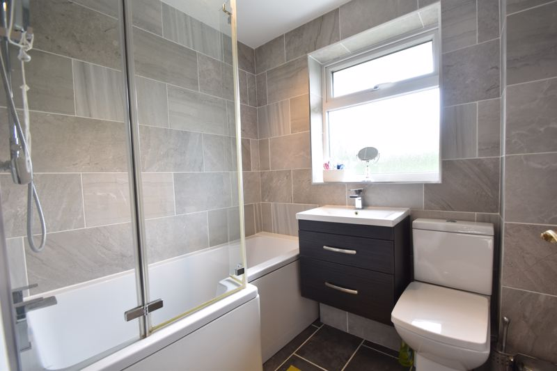 3 bedroom Semi-Detached  to buy in Brill Close, Luton - Photo 5