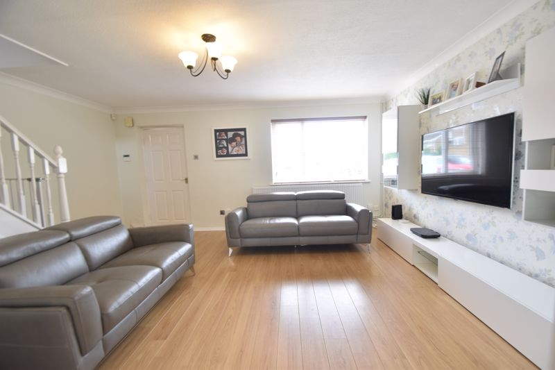 3 bedroom Semi-Detached  to buy in Brill Close, Luton - Photo 13