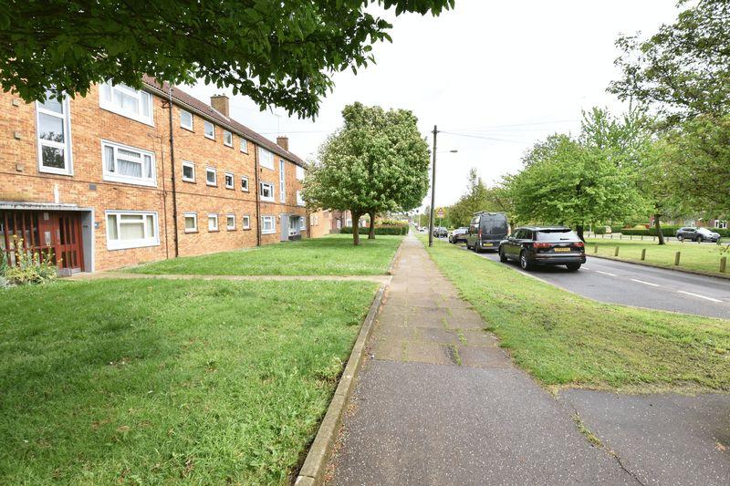 3 bedroom Apartment / Studio to buy in Whipperley Way, Luton - Photo 2