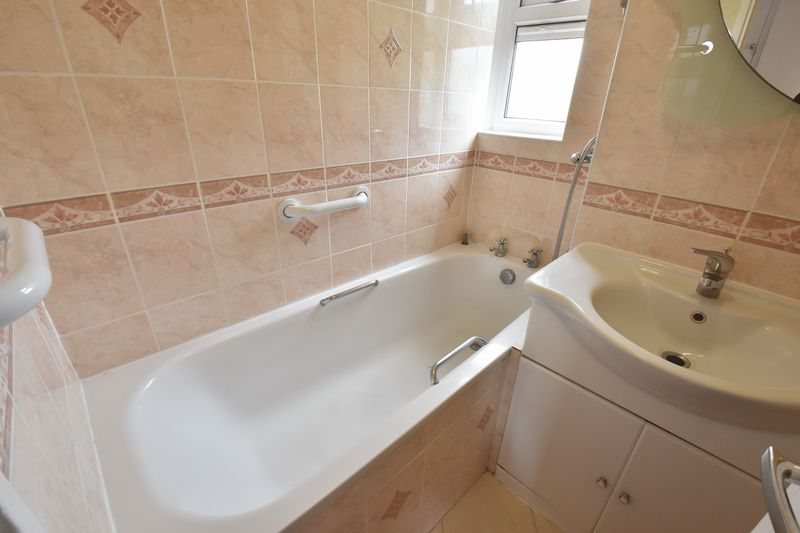 3 bedroom Apartment / Studio to buy in Whipperley Way, Luton - Photo 3