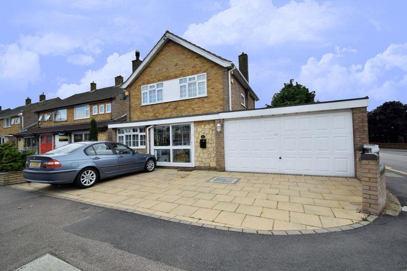 3 bedroom Detached  to buy in Beaconsfield, Luton
