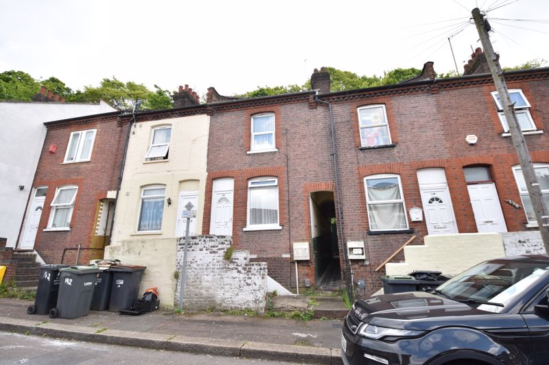 2 bedroom Mid Terrace to buy in Hartley Road, Luton