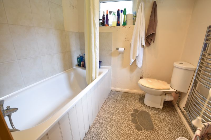 2 bedroom Mid Terrace to buy in Hartley Road, Luton - Photo 3