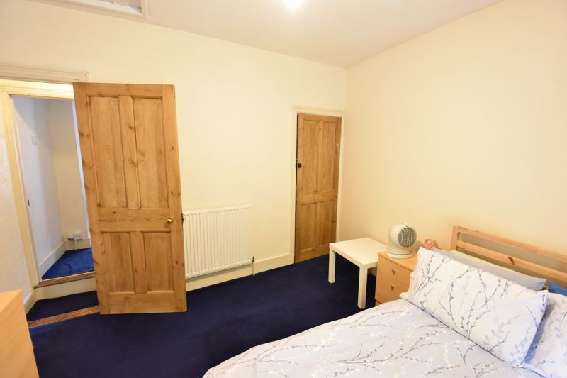 2 bedroom Mid Terrace to buy in Hartley Road, Luton - Photo 8