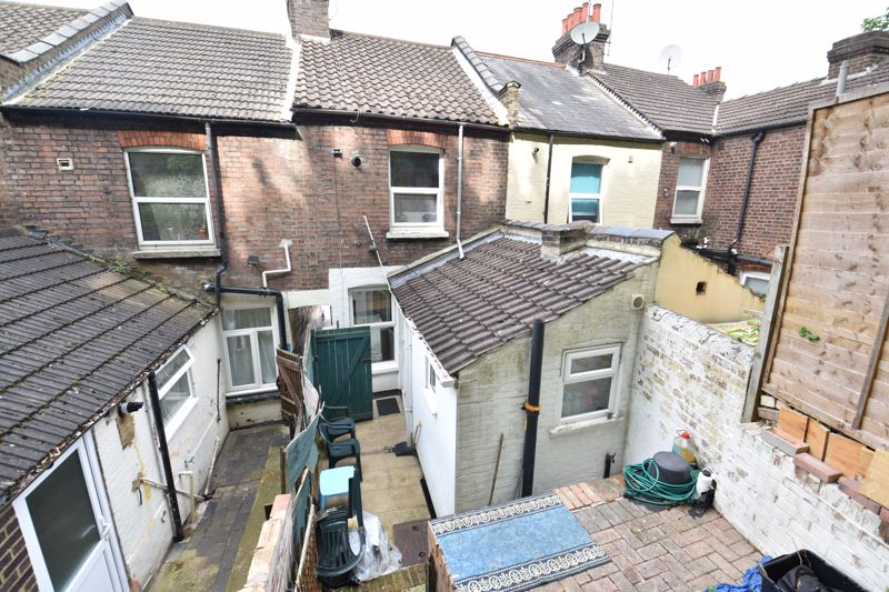 2 bedroom Mid Terrace to buy in Hartley Road, Luton - Photo 10