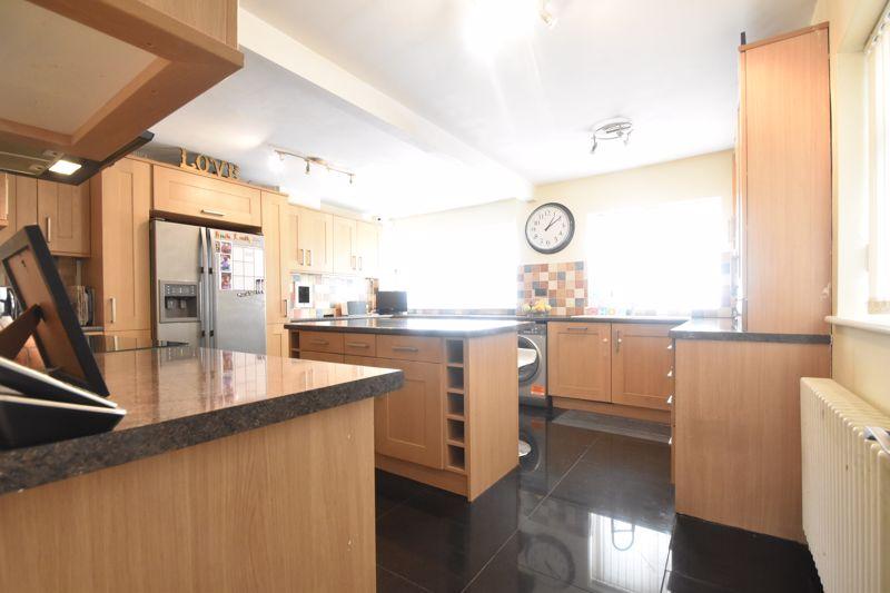 3 bedroom Semi-Detached  to buy in Seaton Road, Luton - Photo 7