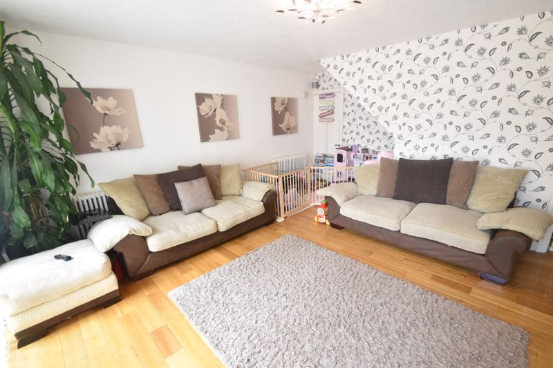 3 bedroom Semi-Detached  to buy in Seaton Road, Luton - Photo 8