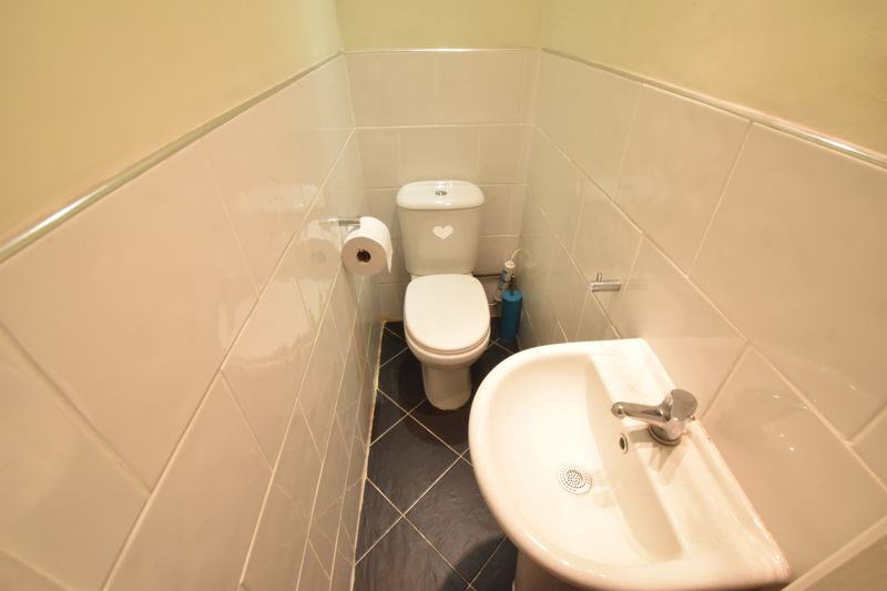 3 bedroom Semi-Detached  to buy in Seaton Road, Luton - Photo 9