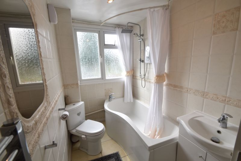 3 bedroom Semi-Detached  to buy in Seaton Road, Luton - Photo 13