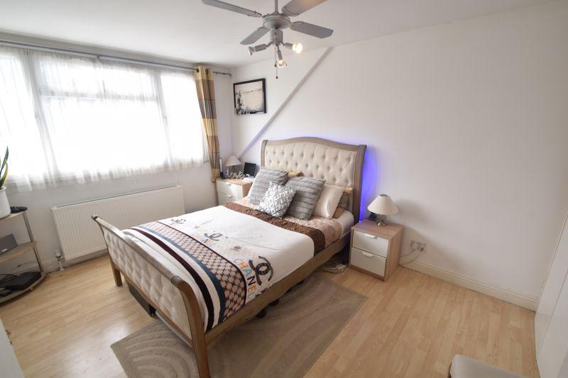 3 bedroom Semi-Detached  to buy in Seaton Road, Luton - Photo 10