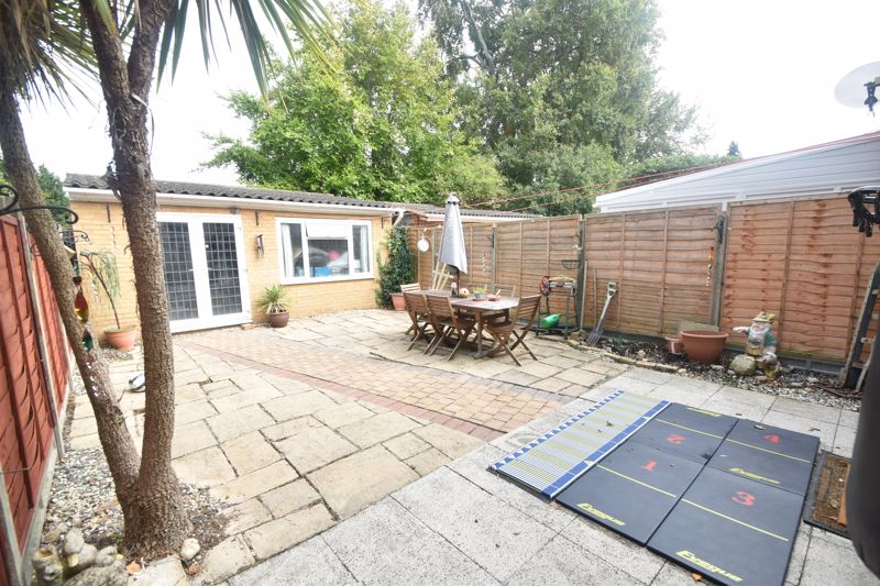 3 bedroom Semi-Detached  to buy in Seaton Road, Luton - Photo 1