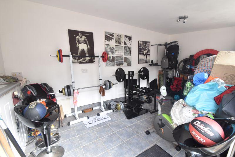 3 bedroom Semi-Detached  to buy in Seaton Road, Luton - Photo 3
