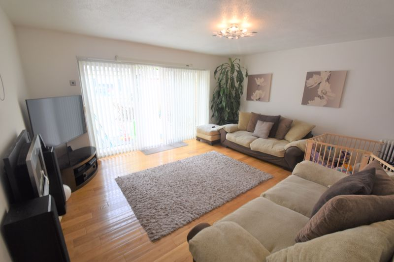 3 bedroom Semi-Detached  to buy in Seaton Road, Luton - Photo 6