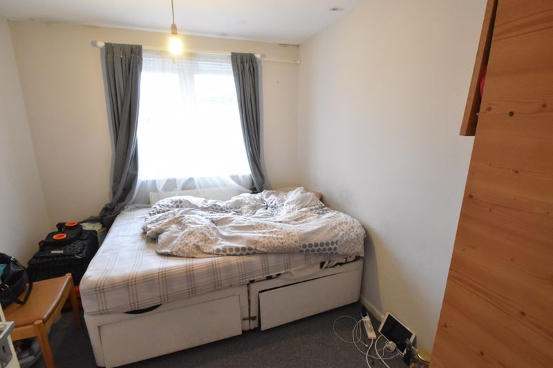 2 bedroom Flat to buy in Biscot Road, Luton - Photo 11