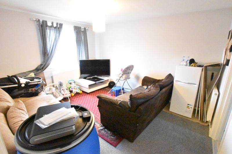 2 bedroom Flat to buy in Biscot Road, Luton - Photo 12