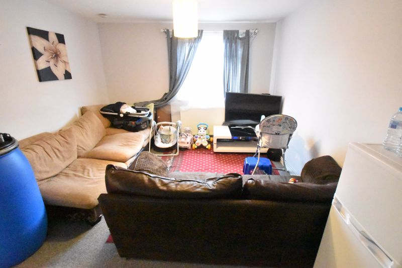 2 bedroom Flat to buy in Biscot Road, Luton - Photo 13