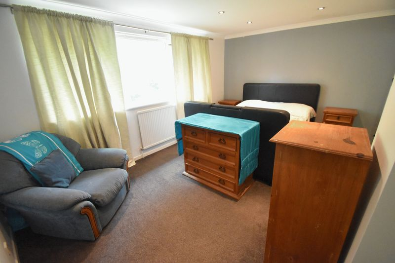2 bedroom Flat to rent in Lawn Gardens, Luton - Photo 1