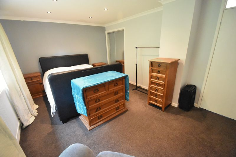 2 bedroom Flat to rent in Lawn Gardens, Luton - Photo 3