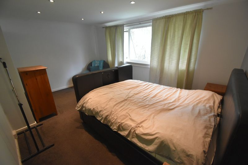 2 bedroom Flat to rent in Lawn Gardens, Luton - Photo 5