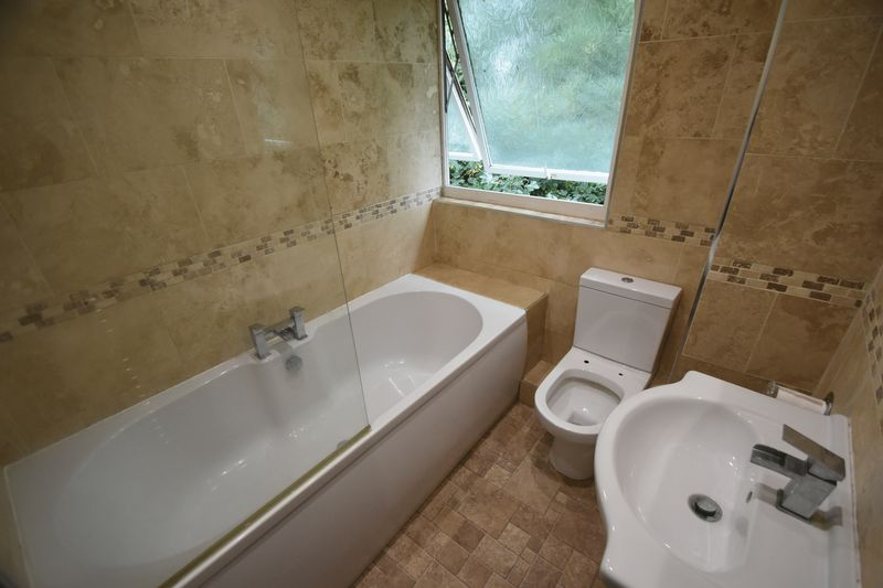 2 bedroom Flat to rent in Lawn Gardens, Luton - Photo 6