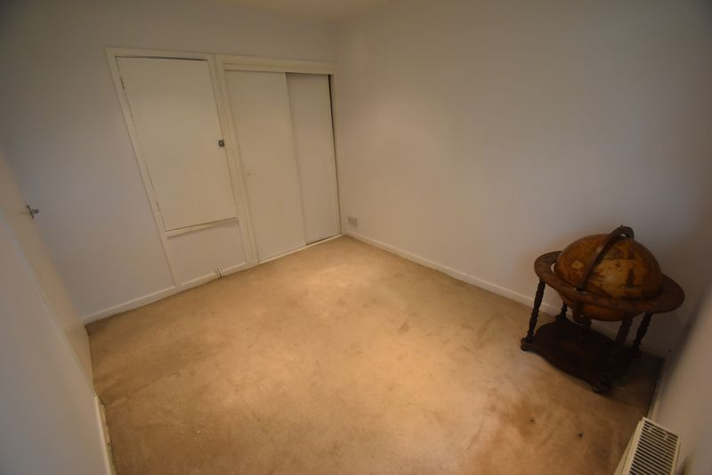 2 bedroom Flat to rent in Lawn Gardens, Luton - Photo 8