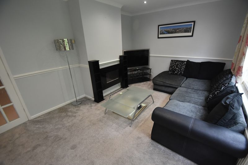 2 bedroom Flat to rent in Lawn Gardens, Luton - Photo 10