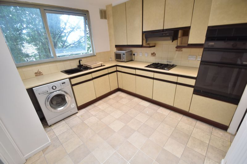 2 bedroom Flat to rent in Lawn Gardens, Luton - Photo 13