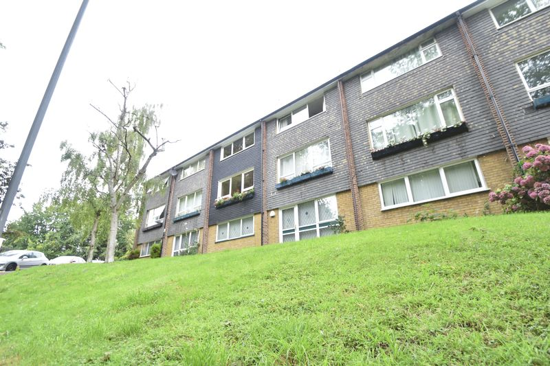 2 bedroom Flat to rent in Lawn Gardens, Luton - Photo 17