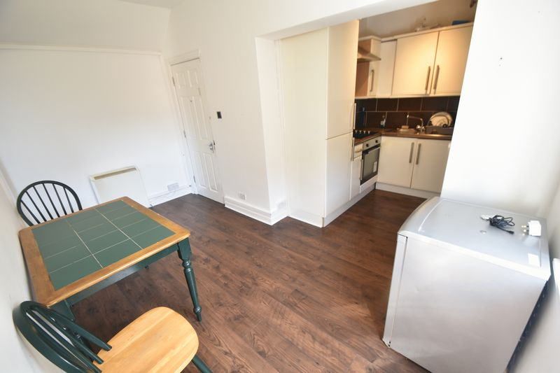 2 bedroom Flat to rent in Grange Avenue, Luton - Photo 6