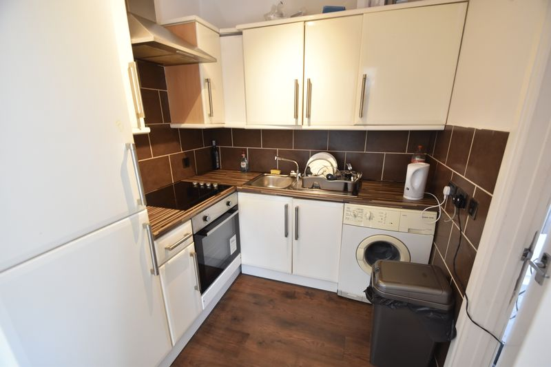 2 bedroom Flat to rent in Grange Avenue, Luton - Photo 7