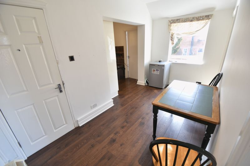 2 bedroom Flat to rent in Grange Avenue, Luton - Photo 8