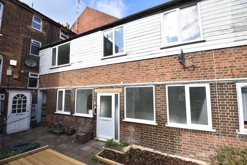 2 bedroom Mid Terrace to buy in Rothesay Road, Luton