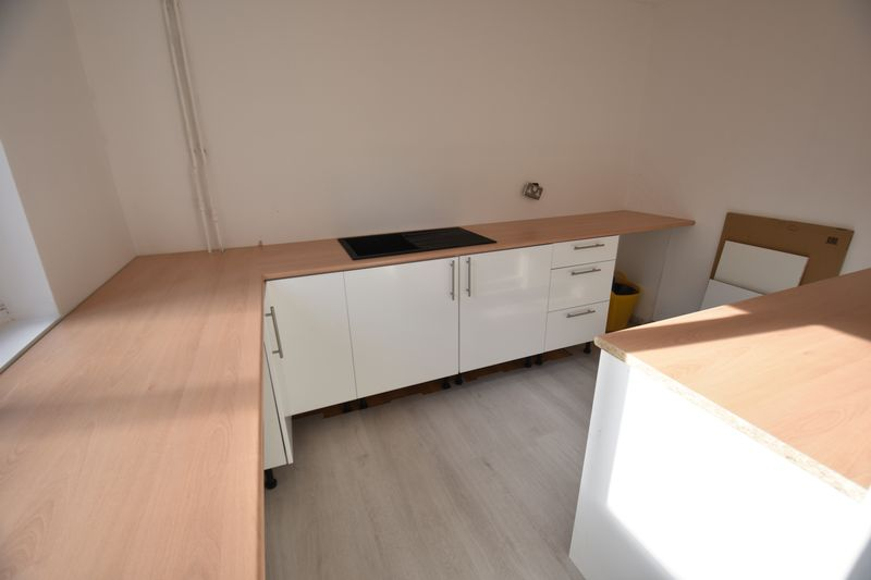 2 bedroom Mid Terrace to buy in Rothesay Road, Luton - Photo 4