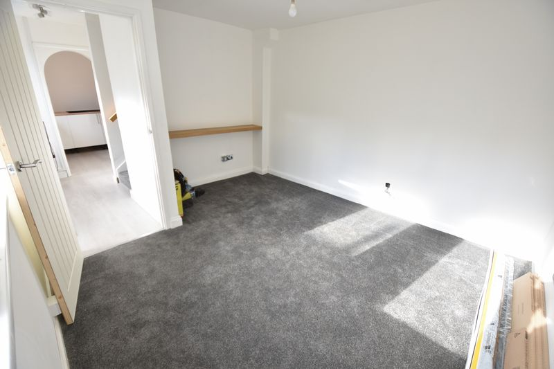 2 bedroom Mid Terrace to buy in Rothesay Road, Luton - Photo 5