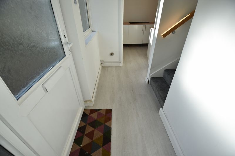 2 bedroom Mid Terrace to buy in Rothesay Road, Luton - Photo 10