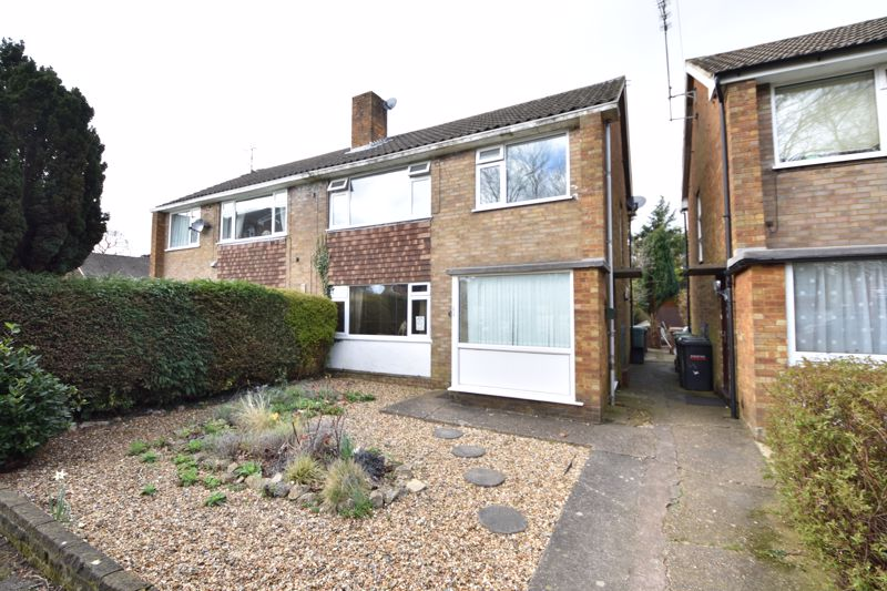 2 bedroom Maisonette to buy in Sunningdale, Luton