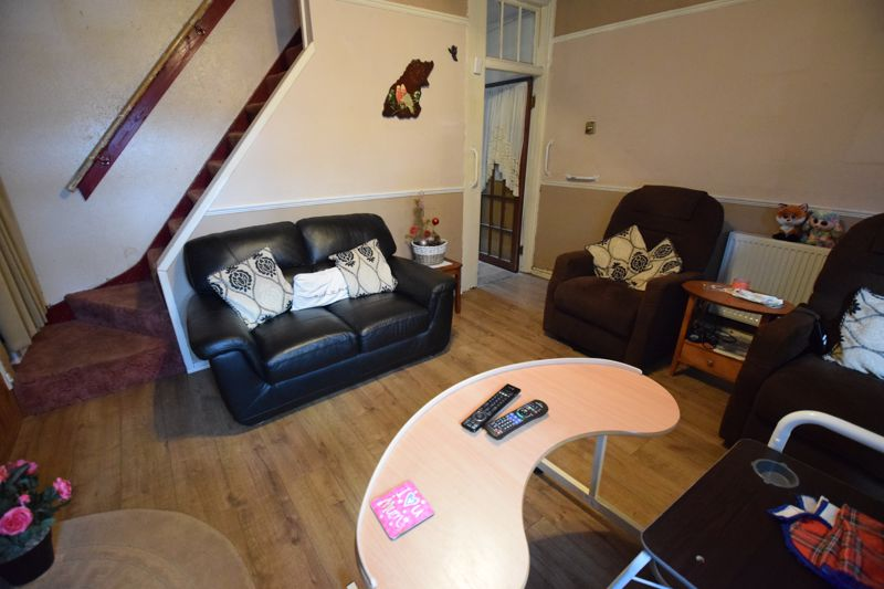 2 bedroom Mid Terrace to buy in High Town Road, Luton - Photo 7