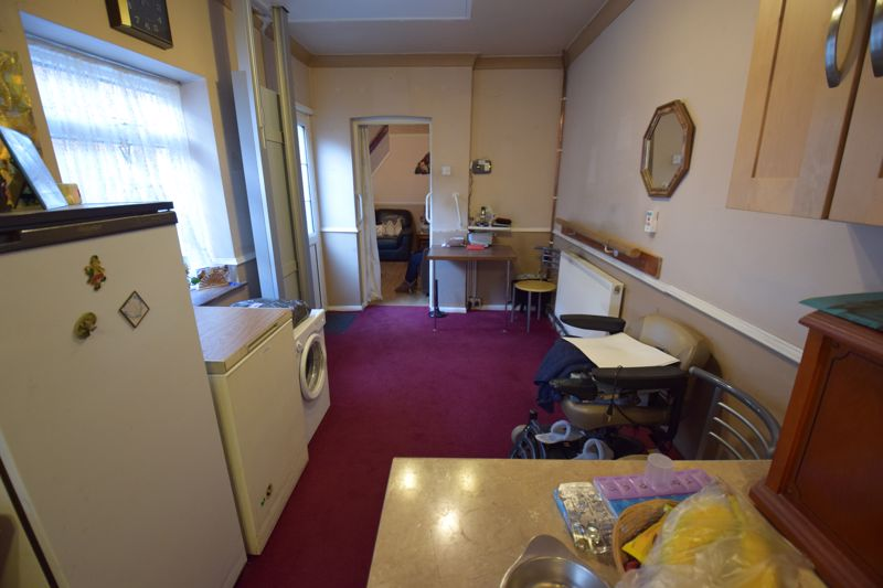 2 bedroom Mid Terrace to buy in High Town Road, Luton - Photo 9