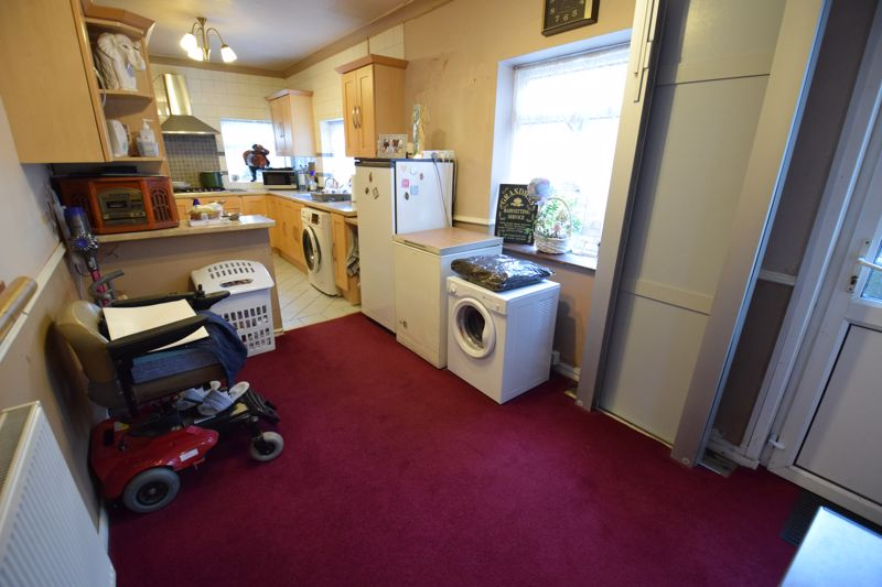 2 bedroom Mid Terrace to buy in High Town Road, Luton - Photo 10