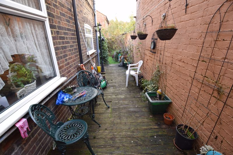 2 bedroom Mid Terrace to buy in High Town Road, Luton - Photo 13