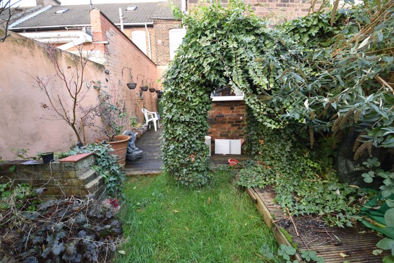 2 bedroom Mid Terrace to buy in High Town Road, Luton - Photo 14