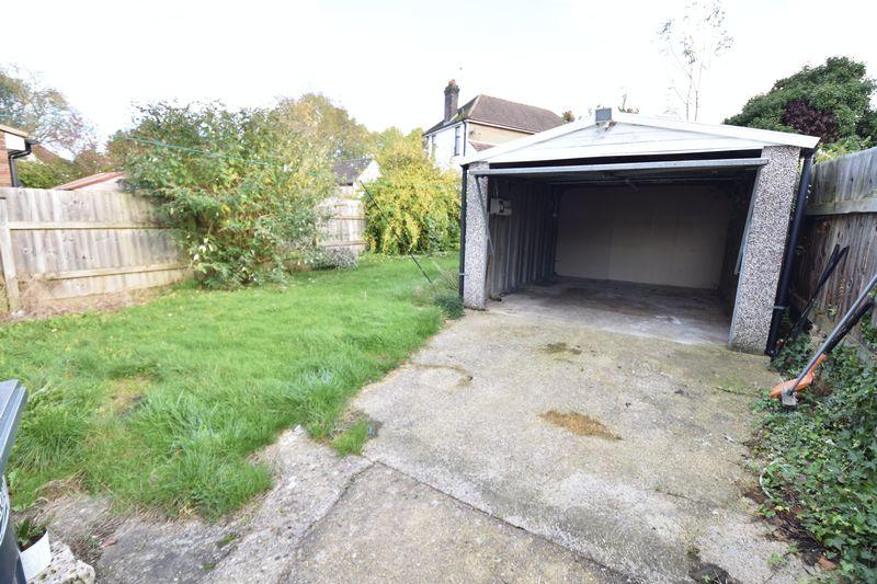 3 bedroom Semi-Detached  to buy in Wychwood Avenue, Luton - Photo 2