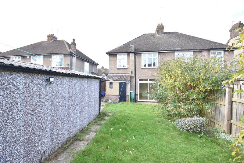3 bedroom Semi-Detached  to buy in Wychwood Avenue, Luton - Photo 13