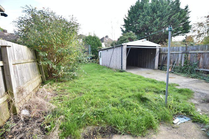 3 bedroom Semi-Detached  to buy in Wychwood Avenue, Luton - Photo 3