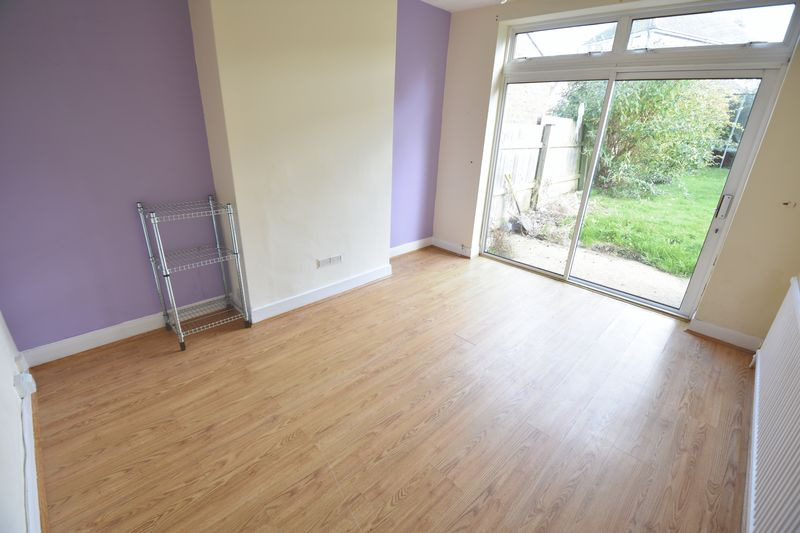 3 bedroom Semi-Detached  to buy in Wychwood Avenue, Luton - Photo 5