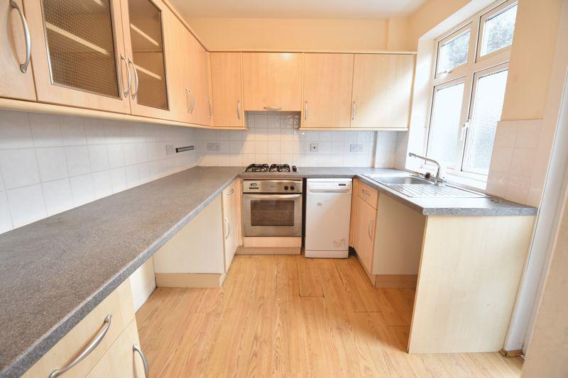 3 bedroom Semi-Detached  to buy in Wychwood Avenue, Luton - Photo 7